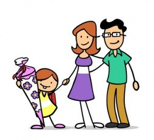 Familie-feiert-Einschulung-mit-Schultüte-300x273